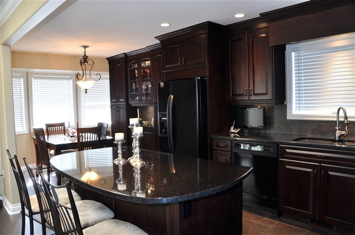 Living kitchens ltd kitchen cabinets kitchen counter for Kitchen cabinets kamloops