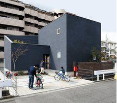 【SUUMO】道路からの視線を気にしないプライベートな中庭の快適空間は、子どもにも大満足の遊び心満載のお家-D\'S STYLE(ディーズスタイル)の建築実例詳細 | 注文住宅