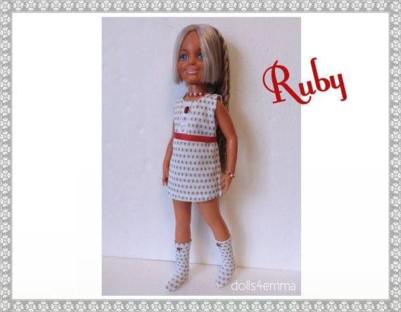 """Vintage Ideal 18"""" CRISSY & handgemaakte Custom Brandi Doll KLEDING - Mod jurk, riem, laarzen en Sieraden - Fashion - door dolls4emma"""