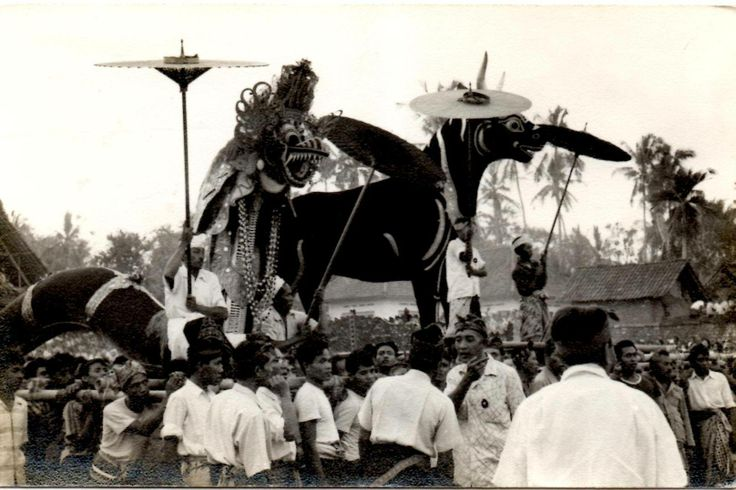 The fantastic cremation ceremony of the king of Gianyar, Bali, on August 18, 1961