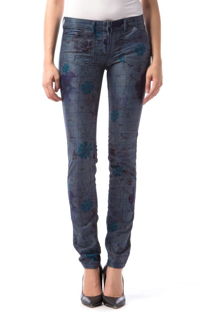 Sumatra Reverse - Completely reversible 5-pocket jeggings with low rise in soft, lightweight superstretch denim. One-of-a-kind jeans with two absolutely different, unique looks!