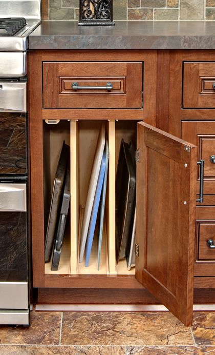 CliqStudios' tray base cabinet is the perfect solution for storage of cookie sheets, baking pans, pizza pans and cutting boards. Now these otherwise awkward sized items are easy to store and easy to find.