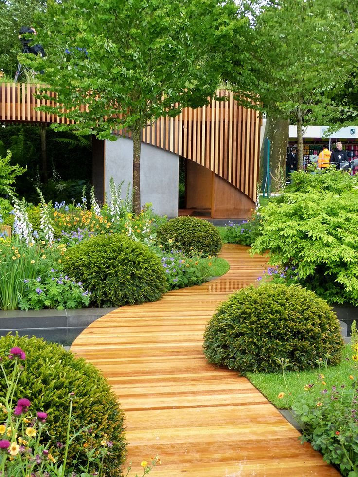 Homebase Urban Retreat garden at RHS Chelsea Flower Show. A cute, functional urban community garden