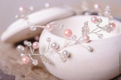 Купить или заказать Нежный венок-ободок для свадебной прически с белыми и розовыми бусинам в интернет-магазине на Ярмарке Мастеров. Самый нежный венок-ободок для свадебной прически. Выполнен на основе из посеребренной ювелирной проволоки со стеклянными бусинами, розовыми акцентами и серебристыми…