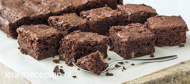 Deze brownies met karamel en zeezout zijn heerlijk chewy van binnen en krokant van buiten