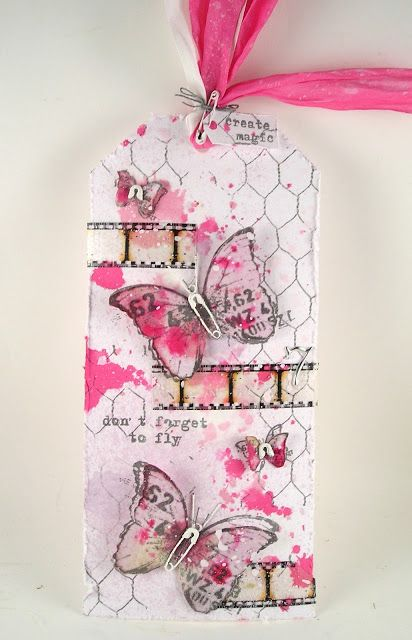 Suzz's Stamping Spot: Don't Forget with a tag using Tim Holtz, Ranger, Idea-ology, Sizzix and Stamper's Anonymous products; June 2015