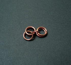 A este tejido con argollas se le conoce como: Malla Paralela, para esta pulsera utilicé argollas de 7 mm (Calibre 18) y argollas de 4 mm (Ca...