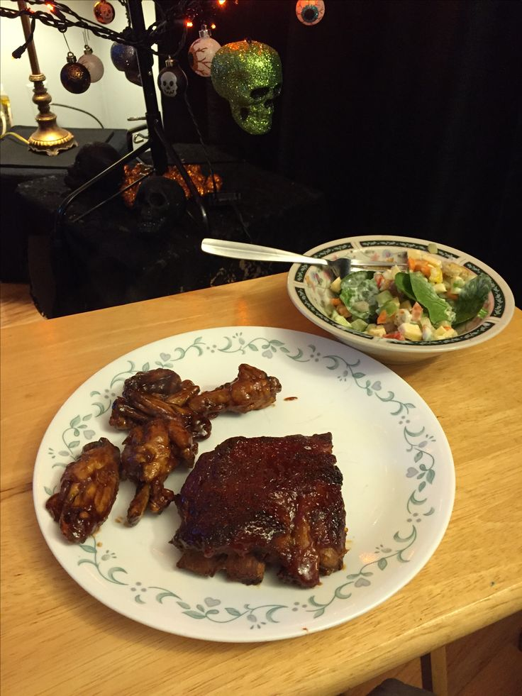 Pub food for supper! Ribs, wings and a fancy salad:)