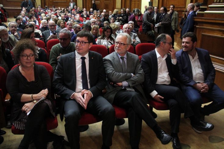 #Media #Oligarchs #Banks vs #union #occupy #BLM #SDF #Humanity  Catalan independence referendum conforms to Spanish constitution, say 600 lawyers   http://www.catalannewsagency.com/politics/item/catalan-independence-referendum-conforms-to-spanish-constitution-say-600-lawyers   Around 600 jurists signed a manifesto in favor of holding a referendum on independence in Catalonia in accordance with the Spanish government. The signers of the text, which was presented on Wednesday at the Bar…