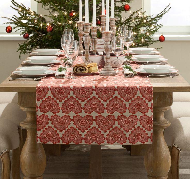 Dekoracja stołu swiątecznego - bieżnik, świeczniki http://www.dekoria.pl/offer/group/292/swieta