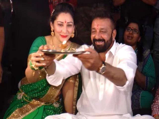 Sanjay & Manyata Dutt Perform 'Ganesh Aarti'