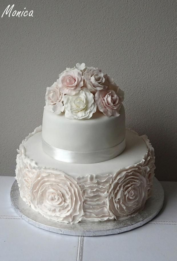Elegantná svadobná torta. Autorka: Monica. Tortyodmamy.sk
