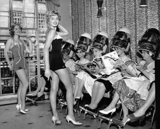 Salon Regent St London 22 April 1959 Vintage Hair Salons Hair Salon Vintage Beauty Salon