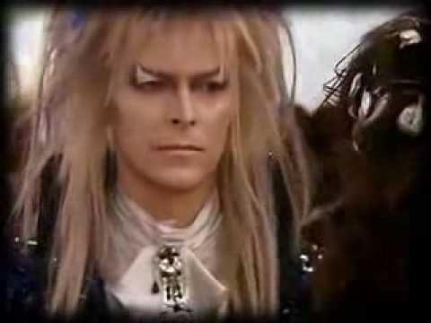 Dentro del laberinto. As The World Falls Down (David Bowie)