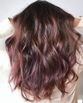 El cabello arcoíris es una tendencia que llegó para quedarse. Sin embargo, hay colores que le van mejor a nuestro cabello y tono de piel. Aquí te dejamos unas ideas que a las morenas nos van fenomenales. También puedes leer:Revelan más imágenes de La Bella y la BestiaNo...