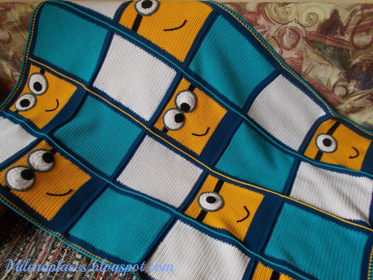 This is a really cute version of a Minion blanket - I like that it's not too over-the-top, and could be suitable for kids of any age. Super-easy to duplicate even without a pattern!: