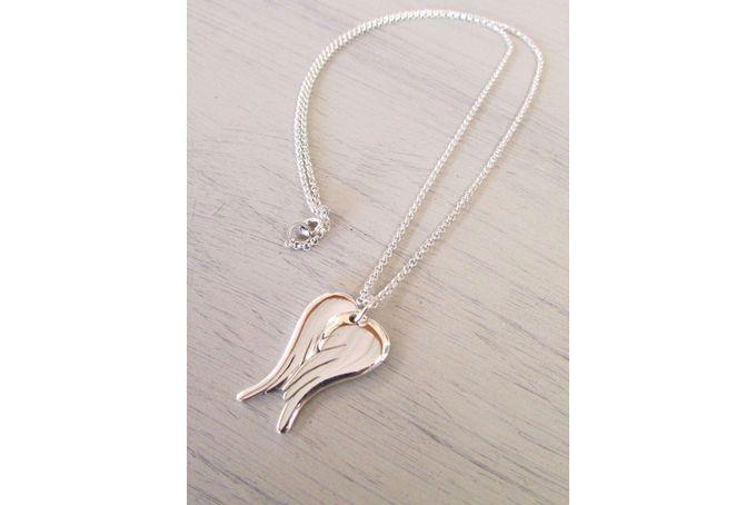 Angel wings necklaceSterling silver angel wings necklace, with chain :Length : 2.5cm / 1 inchChain length: 48cm handmade jewelrymail@hellothula.co.za