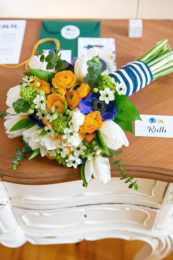 Yellow and royal blue bouquet Photo by Mariana Megre www.inlove.pt