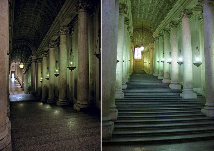 Scala Regia in Palatul Vatican. Stanga: Vedere de sus in jos. Dreapta: Vedere de jos in sus. Foto: https://c2.staticflickr.com/8/7108/6922392000_a1e6d7b134_z.jpg
