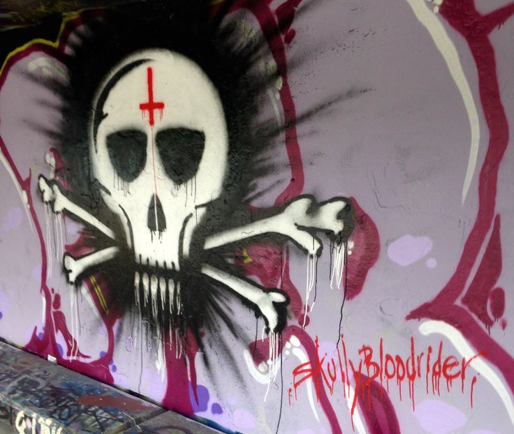 SkullyBlood spotted... at the Taroona Sk8Park. Here's a sneak look at my 'first hit' on the day shelter. Since l still can't roll till my surgery heals, i'm gonna man the cans and get real busy. Watch this space SkullyBloodrider Sunday 16.7.2017.