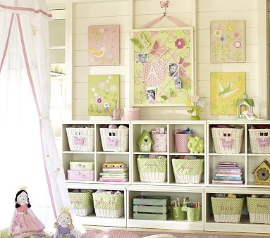 Love this storage and bulletin board for girls!!!! Surely I can do the DIY version!