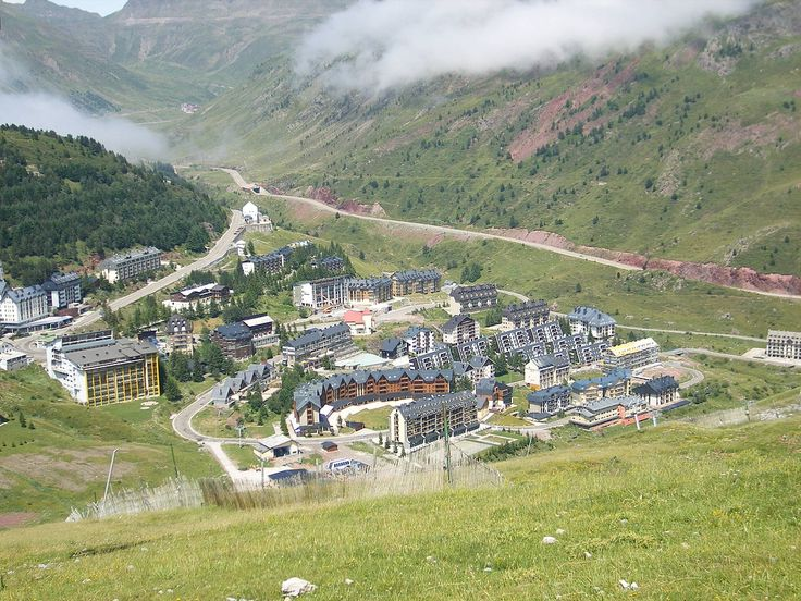 Vista de Candanchú desde el Tobazo, en verano. Camino Aragonés