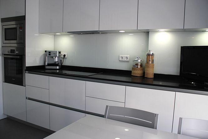 Propuesta de encimera de granito negro intenso de 2cm de for Cocinas de granito negro