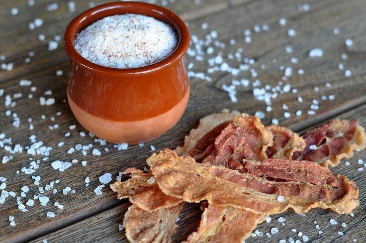 Bacon-Salz ist eine echte Offenbarung. Mit Bacon-Salz kannst du nahezu allen Lebensmitteln den göttlichen Bacon-Geschmack geben. Und das Beste daran: Bacon-Salz kannst du in wenigen Minuten und ohn…