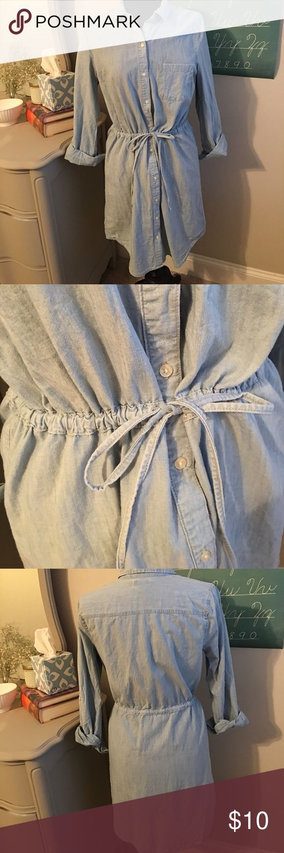 Denim button up long sleeve dress Denim button up dress  36 inches from shoulder to hem  add a statement necklace or some cowboy boots  Can be worn for all kinds of events Old Navy Dresses Midi
