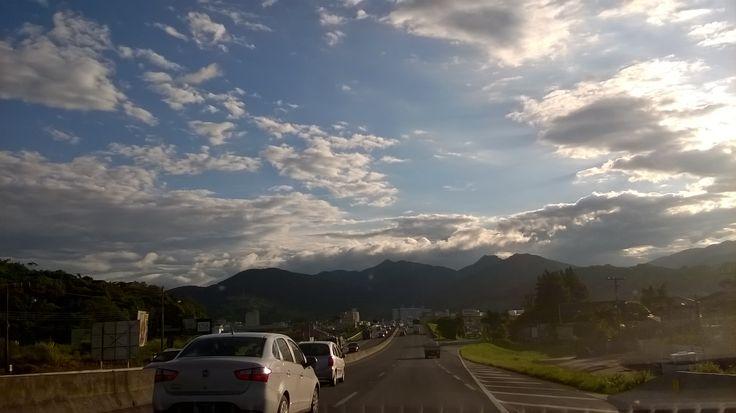Este céu é uma pintura.