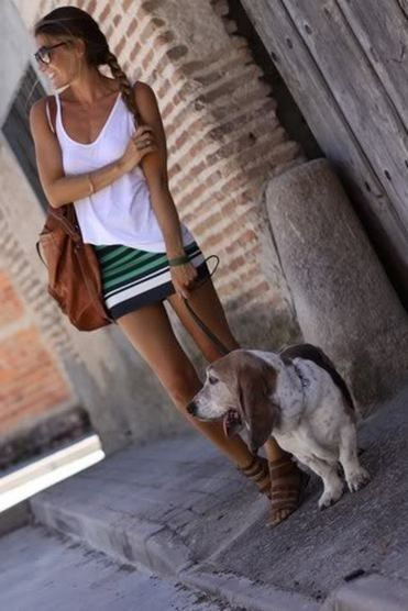 Great casual outfit: white asymmetrical tank, striped skirt, leather bag and gladiator sandals.