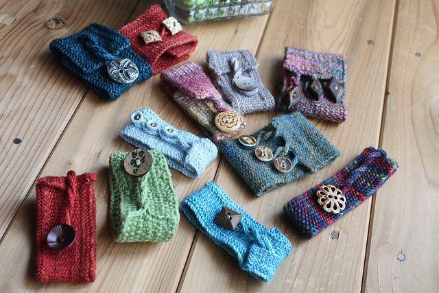 Cute knitted bracelets from scraps of yarn