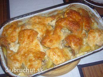 Fotorecept: Chrumkavé kura na smotane SUROVINY NA 8 PORCIÍ: 1 ks kurča 1 kg zemiaky 1 téglik sladká smotana 200 g nastrúhaný syr 3 PL hladká múka 1 PL mletá červená paprika 1 PL vegeta 1 PL korenie na kura 1 PL cesnak sušený 1 PL soľ  Na spodok pekáča poukladáme zemiaky,kura si naporcujeme poobalujeme v zmesi(múka, vegeta, soľ, korenie, cesnak, korenie na kura), naukladáme na zemiaky, podlejeme smotanou a dáme piecť na 200 stupňov hodinu.Po hodine posypeme syrom a dáme na 15 minút zapiecť.