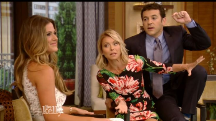 Let's just call it now: Fred Savage SHOULD BE Kelly Ripa's new co-host! / They are cute together!  (: