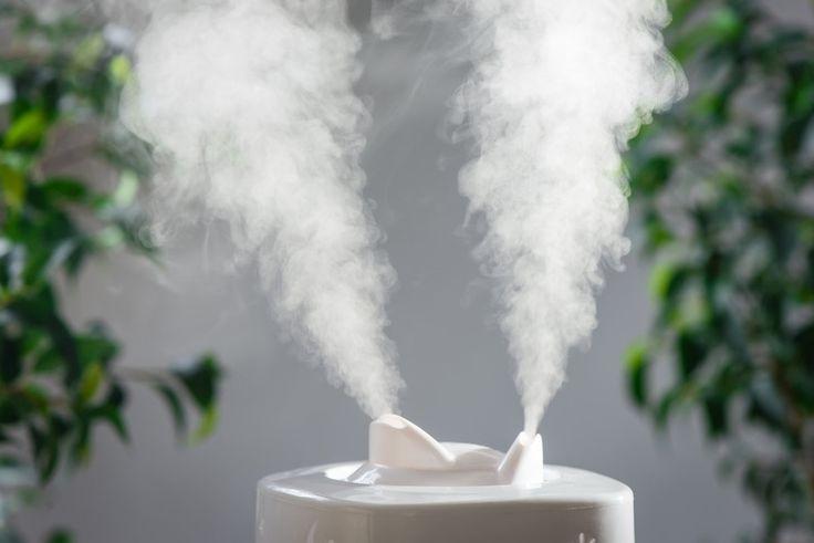 Seit über 200 Jahren sind verschiedene Verbindungen von Wasserstoff und Sauerstoff bekannt. Eine davon ist Wasserstoffperoxid. Wasserstoffperoxid bezeichnet eine blassblaue Verbindung aus Wasserstoff und Sauerstoff. Es ist auch bekannt unter der chemischen Bezeichnung H2O2. Jedoch ist es, wie viele andere Hausmittel immer mehr in Vergessenheit geraten. Dabei ist es kostengünstig, sehr effektiv und zeigt keinerlei Nebenwirkungen bei richtiger Anwendung.