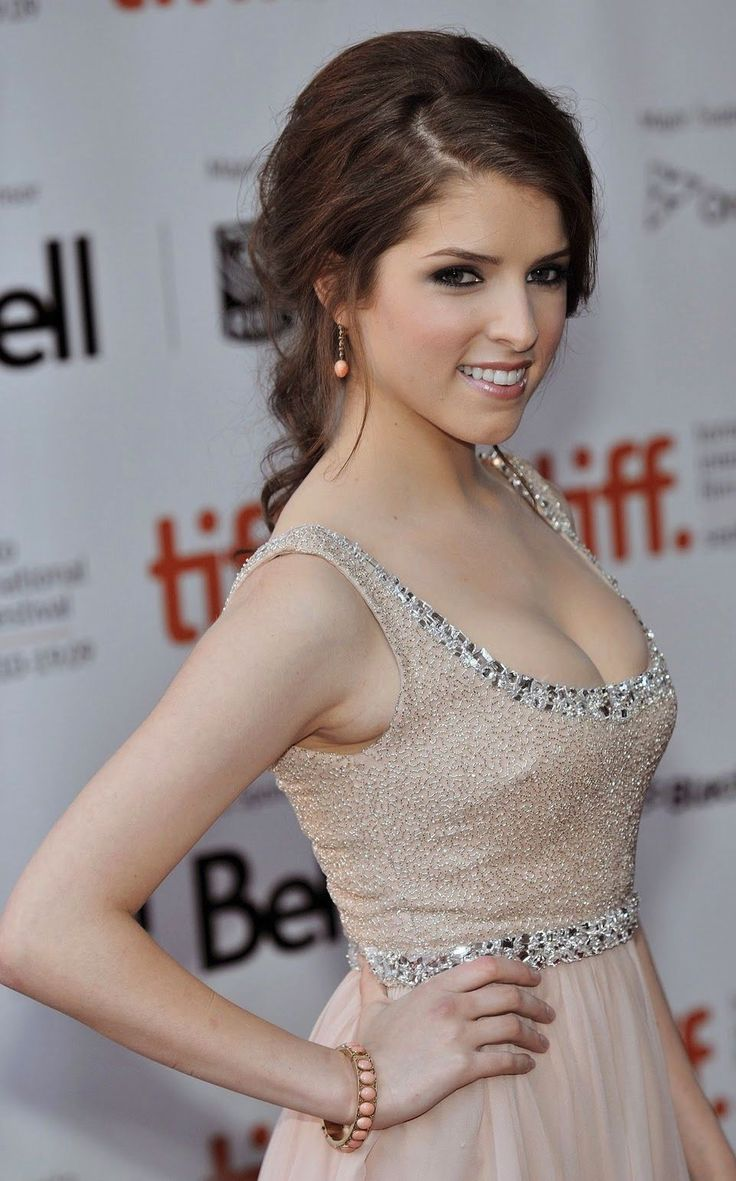 Love Anna Kendrick's hair! And her dress. So gorgeous. #annakendrick #gorgeous
