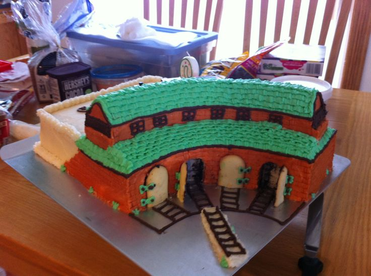 Birthday Cakes - Thomas and Friends roundhouse cake for my two year olds birthday