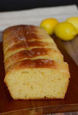 A sütéssel együtt nagyjából 40 perc alatt előállítható, kellemesen citromos, pihe-puha állagú sütemény.   Hozzávalók egy gyümölcskenyé...