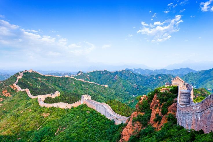 Hoor jij dat ook? Het is de lokroep van het onbekende! Hij verleidt je om op avontuur te gaan en kennis te maken met culturen van verre landen... Op deze rondreis van 15 dagen beantwoord je aan die lokroep met niets dan superlatieven. Je wandelt een stukje over een van de zeven wereldwonderen, je bewondert het Terracottaleger - de grootste opgraving ooit in China - en je bezoekt prachtige tempels. Daarnaast geniet je van het rustieke China op een Yangtzecruise en laat je je overweldigen door…