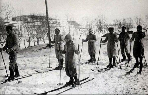 Kayak Dersi (1940'li yıllar, Kars Cılavuz Köy Enstitüsü) #Turkiye #ogretmenlergunu #birzamanlar #istanlook #nostalji
