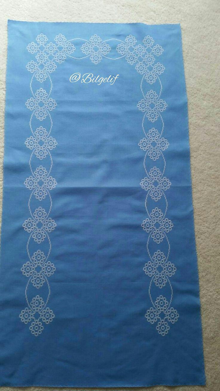 Etamin üzeri işleme, seccade, motif, mavi, beyaz