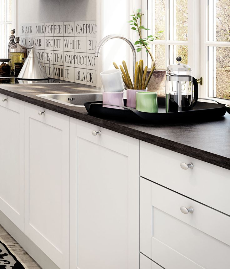 Romantisk køkken med enkle og elegante detaljer