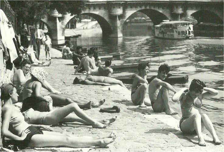 Paris d'antan Paris Plages, version 1950, près du pont Neuf. (photo © collection photothèque Jeunes Parisiens)