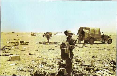 Bersaglieri picking British material abandoned on the battleground. El Mechili, april 1941. Pin by Paolo Marzioli