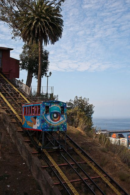 Ascensor Artillería (Valparaiso, Chile) by Bibi Web, via Flickr
