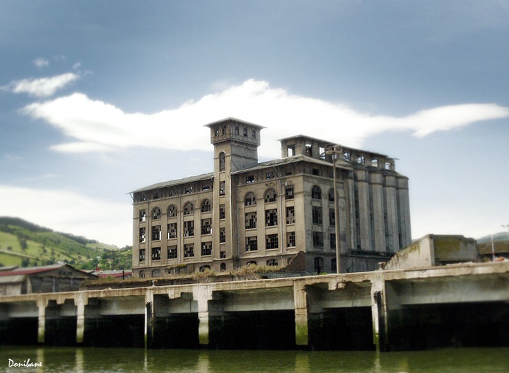 """An old  industrial heritage in the Bilbao River"" by Donibane"