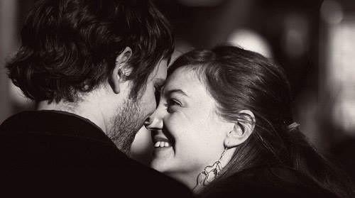 Ce înseamnă o relație perfectă? Să vorbiți ca doi buni prieteni. Să vă jucați ca doi copii. Să trăiți ca soțul și soția. Să vă apărați unul pe celălalt ca fratele și sora. Și să vă iubiți ca nimeni altcineva