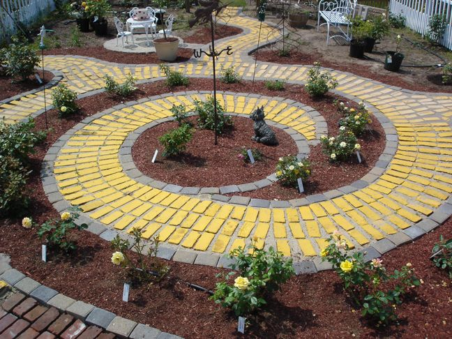 a real life Yellow Brick Road!!! AMAZING with yellow roses!