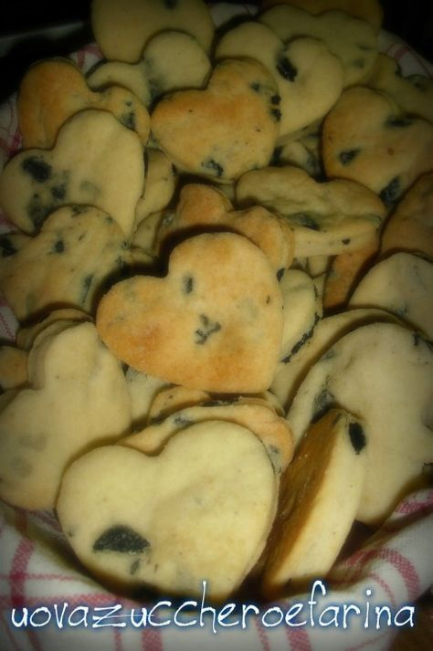 Biscotti salati con olive e Parmigiano