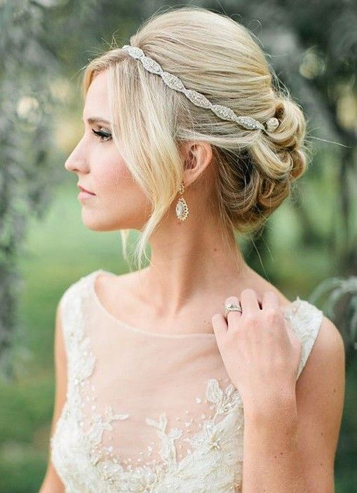 Updo with Glitzy Hairband                                                                                                                                                                                 Mehr